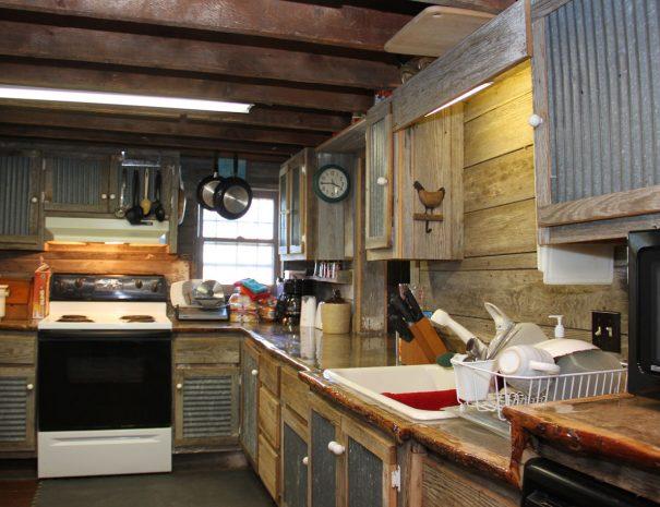 lodge1-kitchen2